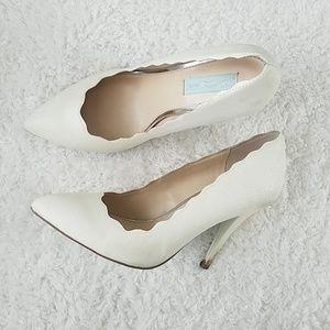 Betsey Johnson | Scalloped White Glitter Heels